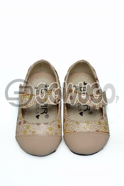 Bear kids shoe (cream) for beautiful ladies between the ages of 15-20.It has different colours and e